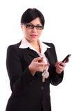 Geschäftsfrauholdingtasten Arbeit und Telefon Stockbild