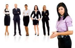 Geschäftsfraukursteilnehmer, der ein Team führt Lizenzfreie Stockbilder
