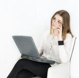 Geschäftsfraulaptop auf weißem Hintergrund Lizenzfreies Stockfoto