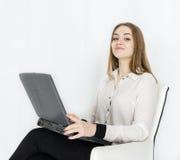 Geschäftsfraulaptop auf weißem Hintergrund Stockfoto
