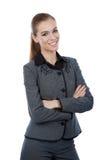 Geschäftsfrauporträt. Arme gekreuzt, überzeugtes Lächeln. Lizenzfreie Stockfotos