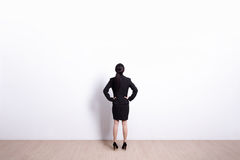 Geschäftsfrauschauen Lizenzfreies Stockbild