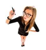 Geschäftsfrauschreiben mit Stift auf virtuellem Schirm Lizenzfreie Stockbilder