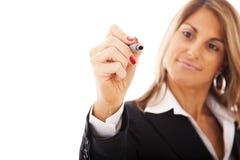 Geschäftsfrauschreiben am whiteboard Lizenzfreie Stockbilder