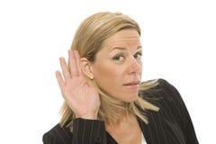 Geschäftsfrauversuche zum zu hören Stockfotografie