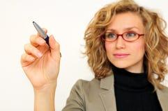 Geschäftsfrauzeichnungsdiagramm mit Stift Stockbilder