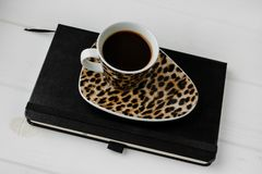 Geschäftsfunktionsraum Kaffee, Laptop, Notizblock Lizenzfreies Stockfoto