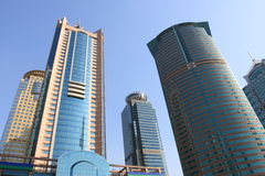 Geschäftsgebäude in der modernen Stadt Lizenzfreies Stockfoto