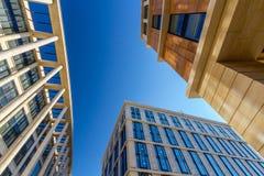 Geschäftsgebäuden oben betrachten Lizenzfreie Stockfotos