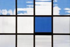 Geschäftsgebäudereflexionen Lizenzfreies Stockbild