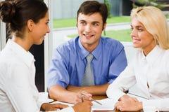 Geschäftsgruppe bei einer Sitzung Lizenzfreies Stockbild