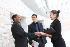 Geschäftsgruppe-Sitzung im Büro stockfotos