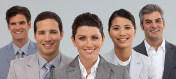 Geschäftsgruppe, welche die Verschiedenartigkeit zusammen steht zeigt Stockfoto