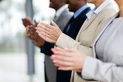 Geschäftsgruppeapplaudieren Lizenzfreie Stockfotos