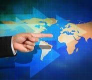 Geschäftshand, die mit Pfeilen zeigt Lizenzfreies Stockfoto