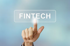 Geschäftshandklickendes fintech oder Finanztechnologieknopf an Stockbilder