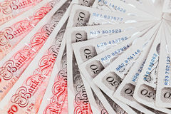 Geschäftshintergrund mit 50 Pfundsterling-Banknoten Stockfoto