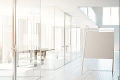 Geschäftsinnenraum mit whiteboard Tonen Stockbilder