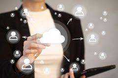 Geschäftsknopf-Wolken-on-line-Netz Lizenzfreie Stockfotografie