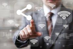 Geschäftsknopfanteilkommunikationsikone wifi Netz Lizenzfreie Stockbilder