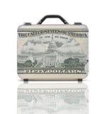 Geschäftskoffer für Reise mit Reflexion und 50 Dollar Anmerkung Stockfotografie