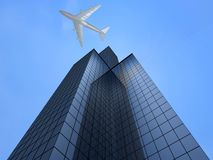 Geschäftskontrollturm und -flugzeug Lizenzfreie Stockbilder