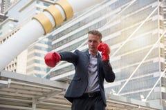 Geschäftskonzept - bereiten Sie vor, um zu kämpfen lizenzfreie stockfotografie