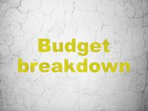 Geschäftskonzept: Budget-Zusammenbruch auf Wandhintergrund lizenzfreie abbildung