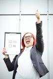Geschäftskonzept der Wahl und der Abstimmung Eine Frau in einer Klage und in einem gla Lizenzfreies Stockfoto