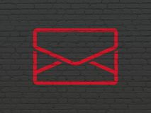 Geschäftskonzept: E-Mail auf Wandhintergrund Stockbild