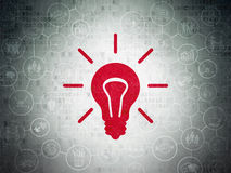 Geschäftskonzept: Glühlampe auf Digital-Papier Lizenzfreie Stockfotografie