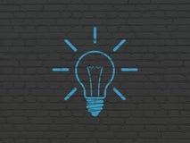 Geschäftskonzept: Glühlampe auf Wandhintergrund lizenzfreie stockbilder