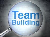 Geschäftskonzept: Team Building mit optischem Glas lizenzfreie abbildung