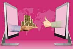 Geschäftskonzept, zwei Hände von den Anzeigen Stapel von Münzen und von Daumen oben, wie Abbildung Lizenzfreie Stockfotografie