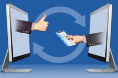 Geschäftskonzept, zwei Hände von den Computern der Daumen Flugticket oben, wie und Abbildung 3D Stockfotos