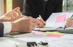 Geschäftskonzepte, Management führt den Sekretär ist Takin durch Lizenzfreie Stockbilder