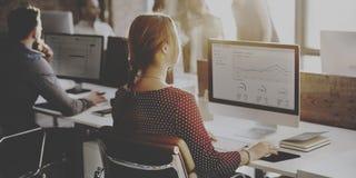 Geschäftsleute Analyse-denkende Finanzwachstums-Erfolgs-Konzept- lizenzfreies stockbild
