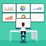 Geschäftsleute Analytikgeschäftsdiagramm und seo auf Monitor Stockfotografie