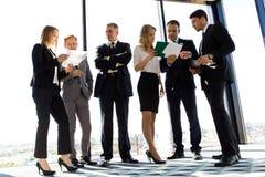 Geschäftsleute Arbeit mit Dokumenten Lizenzfreies Stockbild