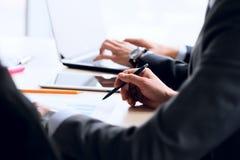 Geschäftsleute Arbeiten lizenzfreie stockbilder