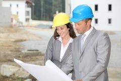 Geschäftsleute auf Baustelle Lizenzfreie Stockbilder