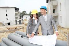 Geschäftsleute auf Baustelle Stockbild