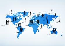 Geschäftsleute auf der ganzen Erde Stockbilder
