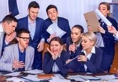 Geschäftsleute Büro Teamleute sind mit ihrem Führer unglücklich Lizenzfreies Stockfoto