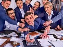 Geschäftsleute Büro Teamleute sind mit ihrem Führer unglücklich Stockfotografie