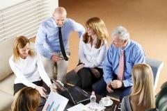 Geschäftsleute bei der Arbeit Lizenzfreie Stockfotos