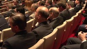 Geschäftsleute bei einer Konferenz stock video footage