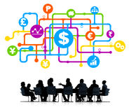 Geschäftsleute in der Finanzanalyse-Gruppe Lizenzfreie Stockfotografie