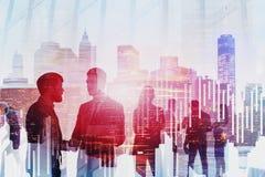 Geschäftsleute in der modernen Stadt, stellen grafisch dar lizenzfreies stockbild