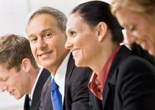 Geschäftsleute in der Sitzung Stockbild